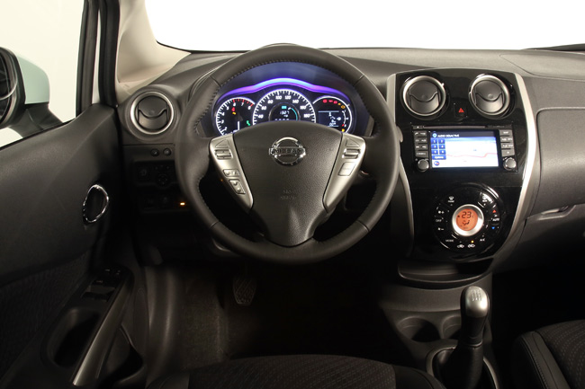nissan-note-2013-interior