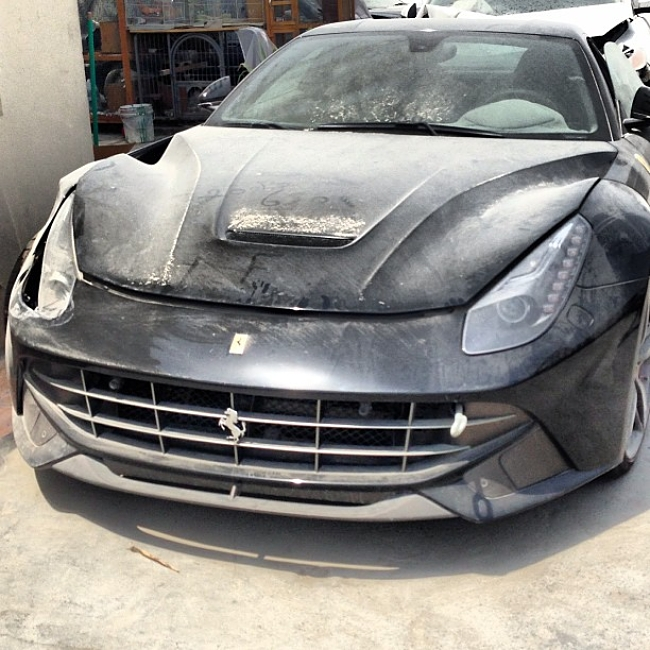 ferrari f12berlinetta accidente dubai delantera