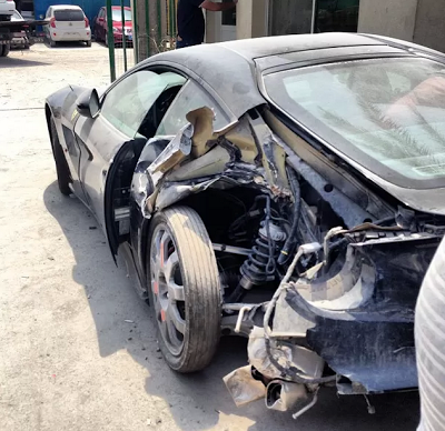 ferrari f12berlinetta accidente dubai trasera