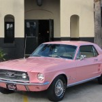 Historia Ford Mustang color rosa Playboy