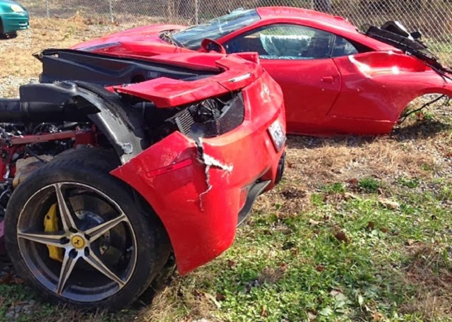 Ferrari 458 Italia accidente mitad