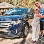 Dwayne Johnson, 'The Rock', le regala un Ford Edge a su ama de llaves