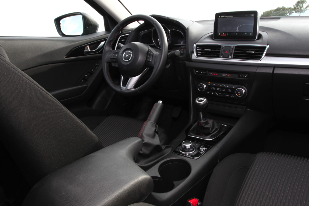 interior Mazda3 SportSedan 2.0 120 CV Luxury
