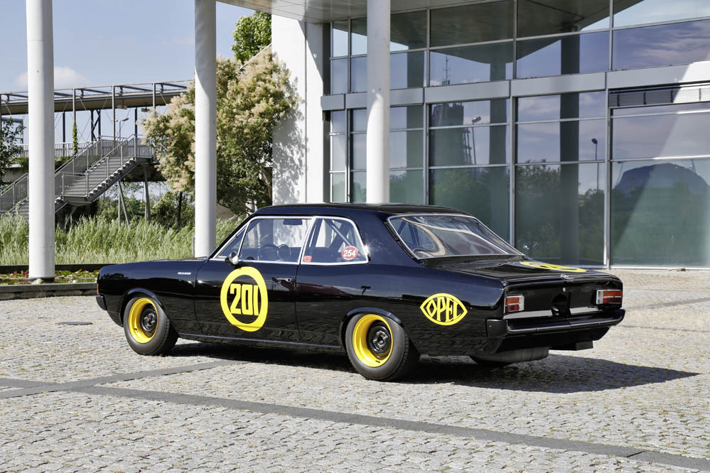 Opel Rekord C Black Widow (2)
