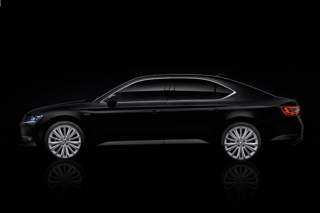 Skoda-Superb-Black-Crystal