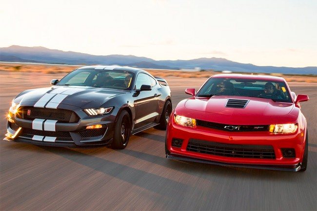 Ford Shelby Mustang GT350R vs Chevrolet Camaro Z/28