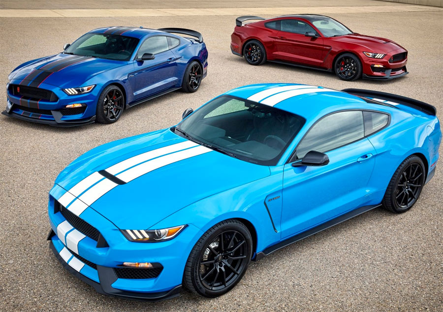 Ford Shelby Mustang GT350 2017 en los colores 'Grabber Blue', 'Lightning Blue' y 'Rubby Red Metallic'