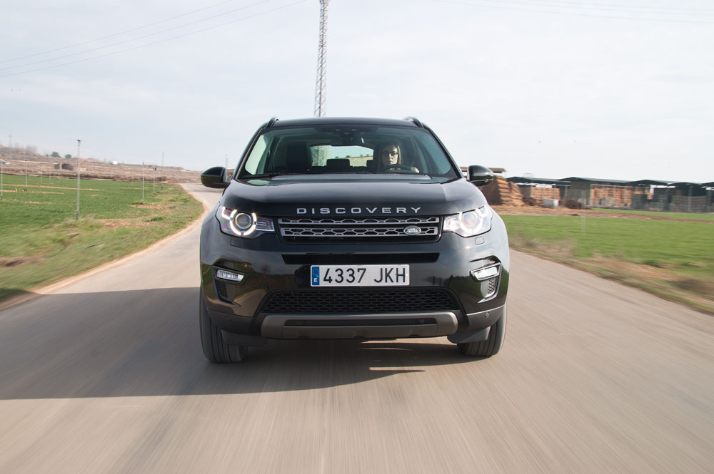 Land-Rover-Discovery-Sport-frontal