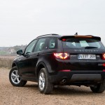 Land-Rover-Discovery-Sport-trasera
