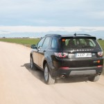 Land-Rover-Discovery-Sport-trasera-dinamica-tierra