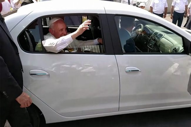 Papa Francisco Dacia Logan