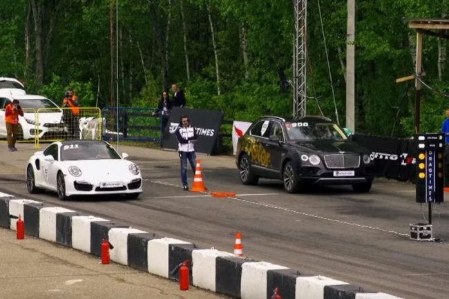 video-bentley-bentayga-drag-race