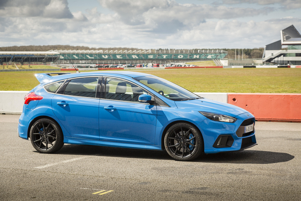 Ford Focus RS contra Volkswagen Golf R (1)