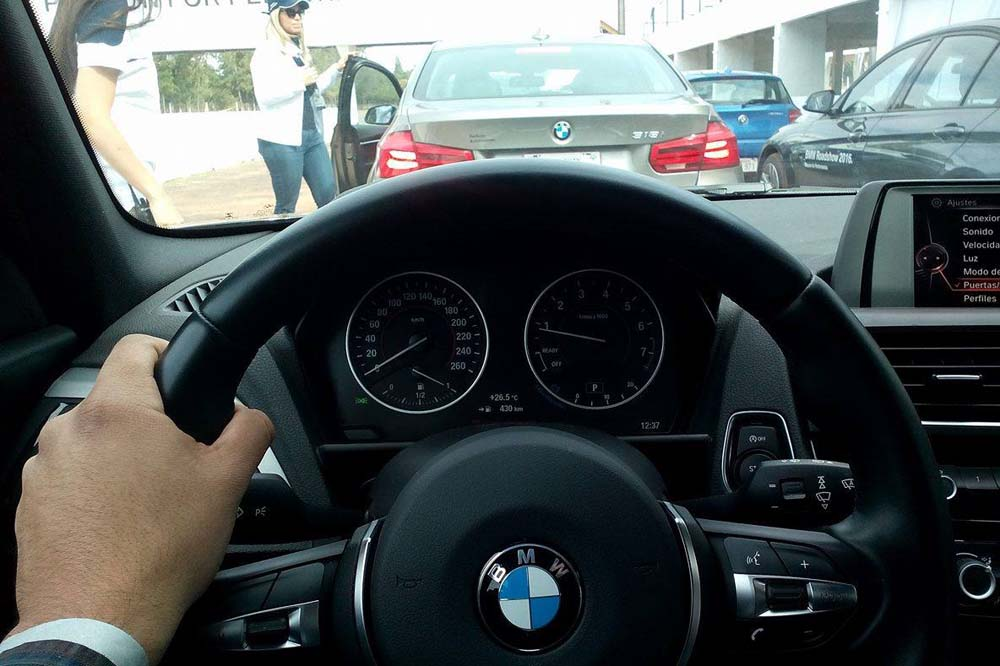 conduciendo bmw