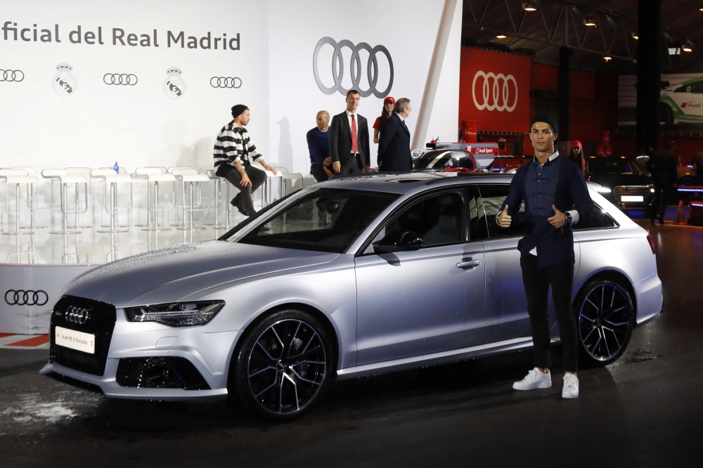 los jugadores del real madrid recogen sus coches audi para 2016 2017 periodismo del motor. Black Bedroom Furniture Sets. Home Design Ideas