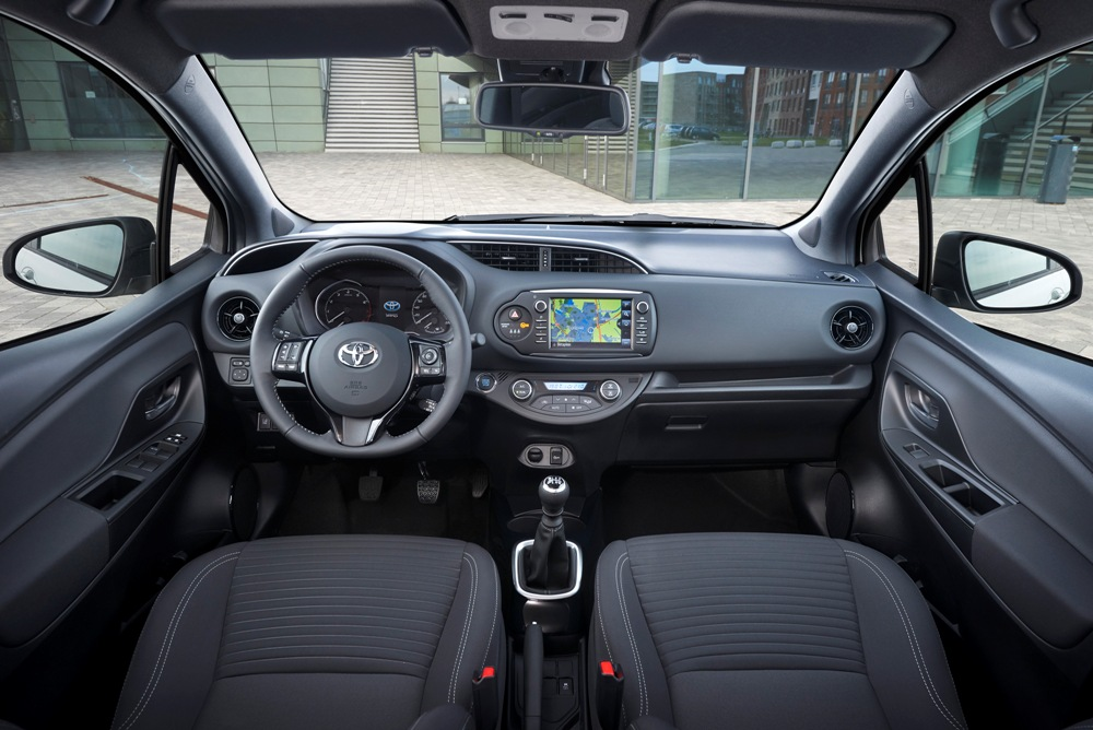 Vista interior Toyota Yaris 2017