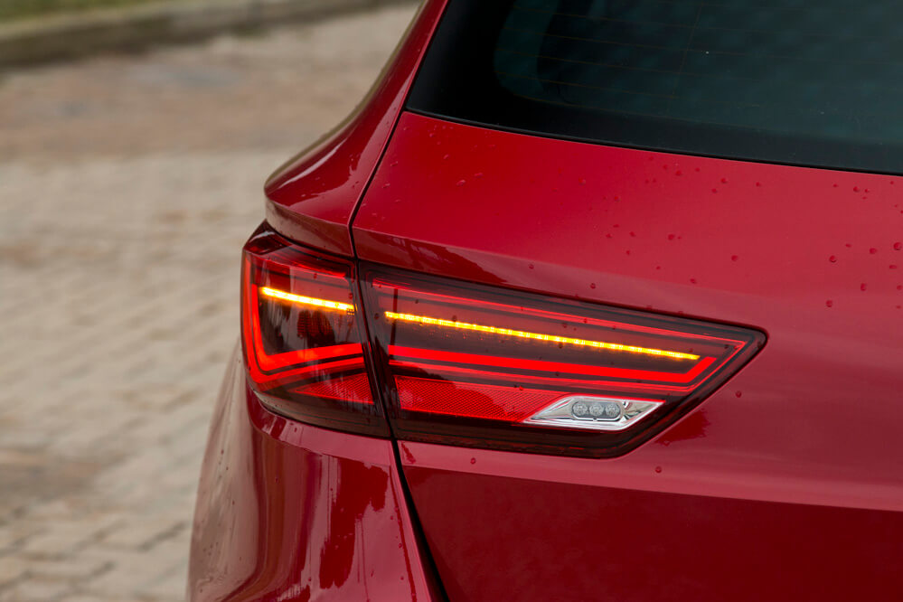 Seat leon st faros led periodismo del motor for Seat leon led verlichting
