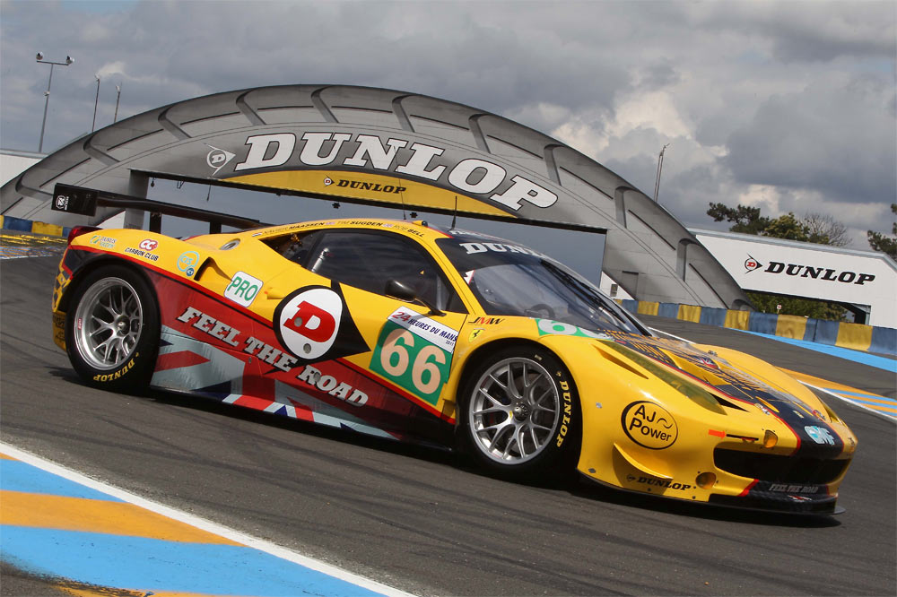 Ferrari 458 Dunlop Art Car diseñado por Mik Whiting