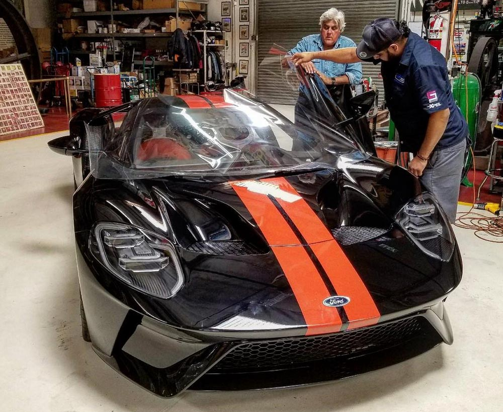 jay leno recibe su nuevo ford gt 2017 periodismo del motor. Black Bedroom Furniture Sets. Home Design Ideas