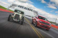 Jeep Grand Cherokee vs Hemi Hot Rod