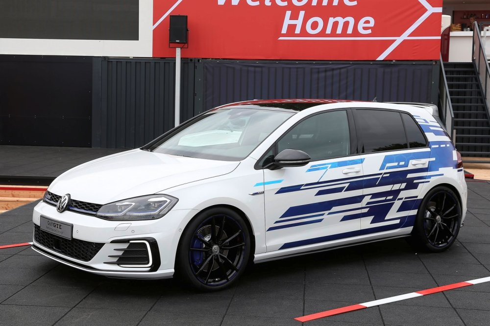 Volkswagen Golf GTE Performance Concept
