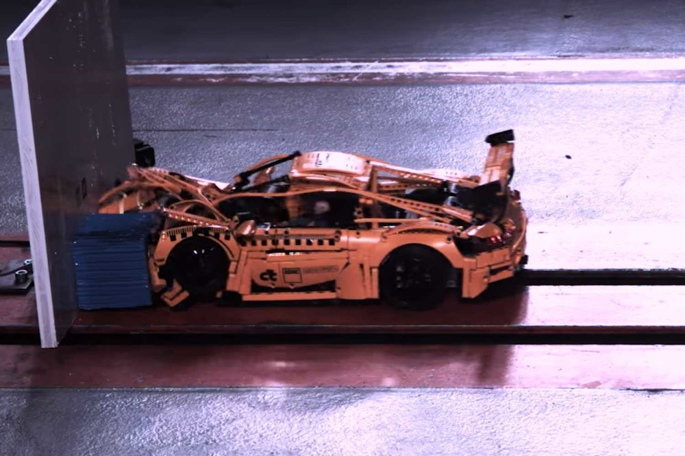 video-porsche-911-gt3-rs-lego-test-de-choque