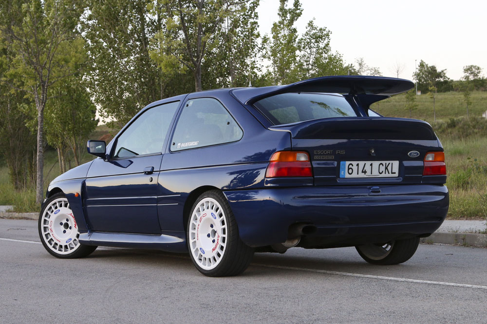 Ford Escort RS Cosworth trasera