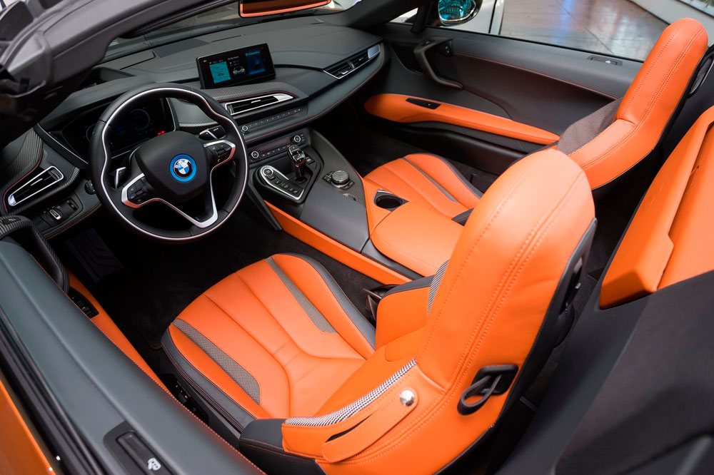a bordo BMW i8 Roadster