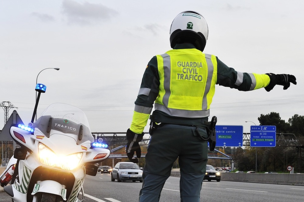dinero-multas-paga-sueldo-guardia-civil-trafico