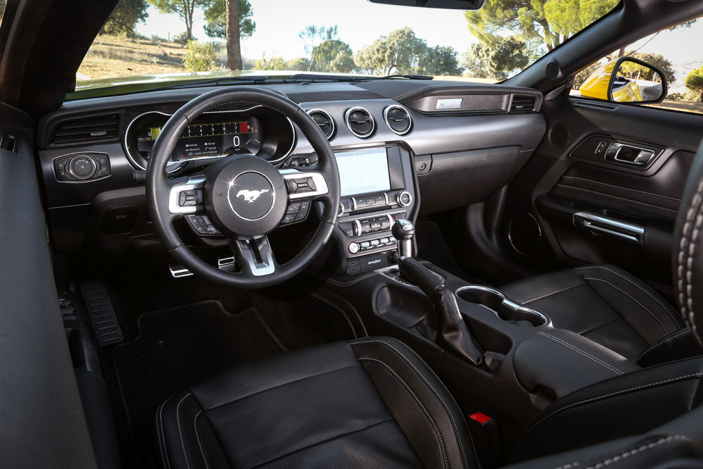 interior Ford Mustang Convertible GT 5.0