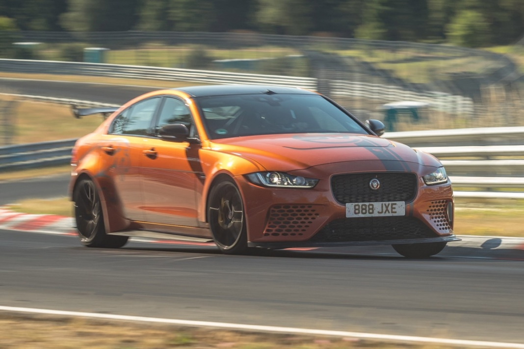 Jaguar XE SV Project 8 record Nurburgring
