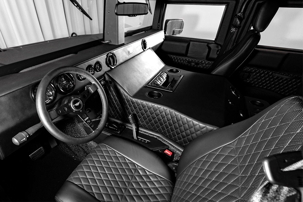 Hummer H1 de Mil-Spec Automotive interior