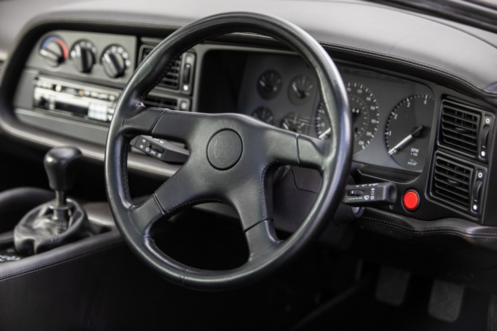 Jaguar XJ220 de 1993 interior