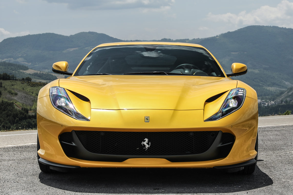 foto frontal del Ferrari 812 Superfast