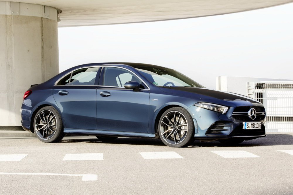 Mercedes-AMG A 35 4Matic Sedán lateral