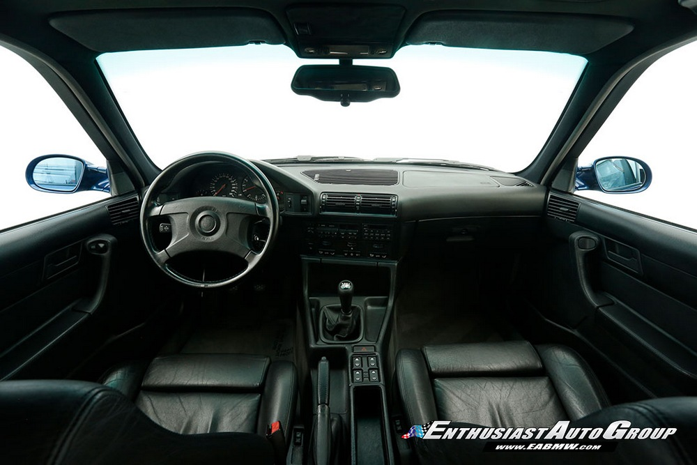 BMW M5 E34 Touring interior
