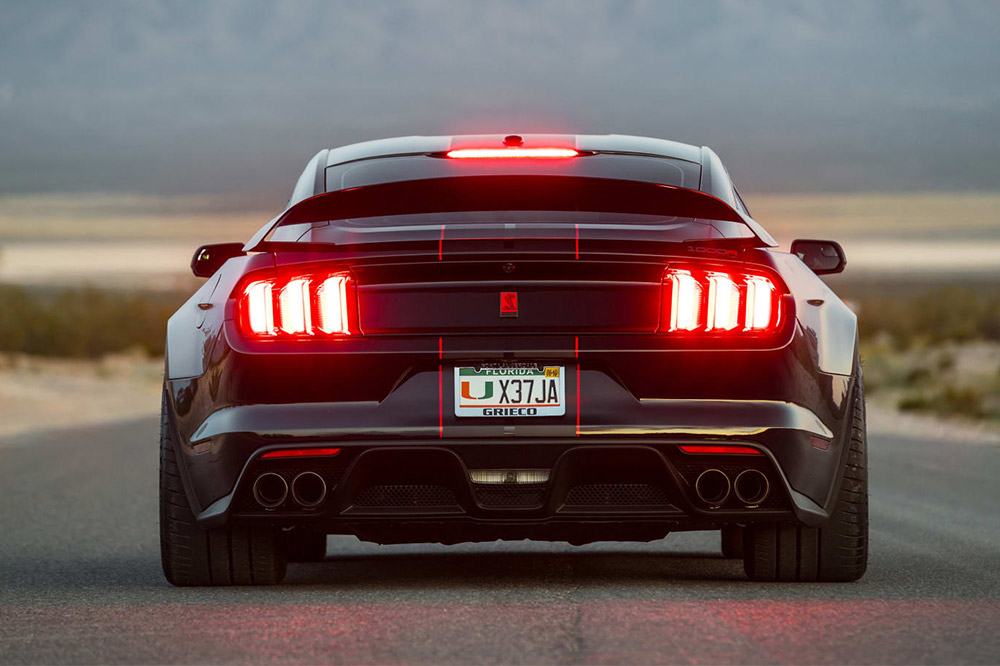 Ford Mustang Shelby GT350 de Fathouse trasera
