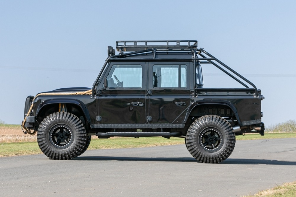 Land Rover Defender SVX Spectre lateral