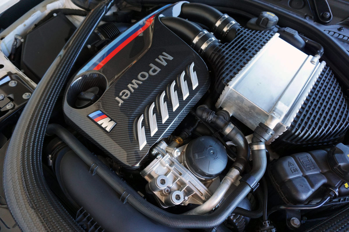tapa del motor del BMW M2 Competition M Performance