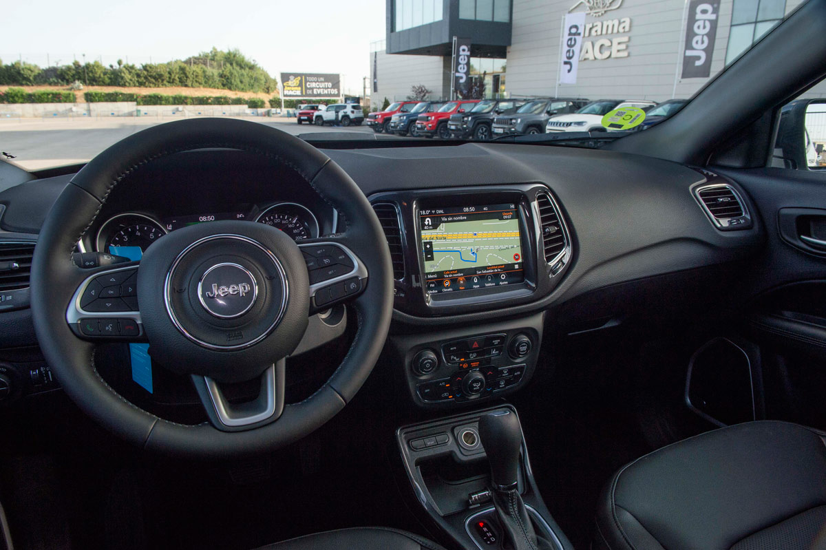 interior del Jeep Compass 2020 1.3 GSE