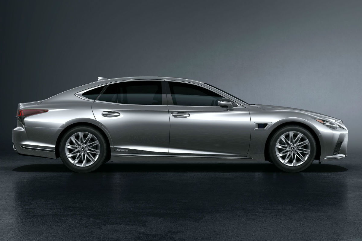 Lexus LS lateral