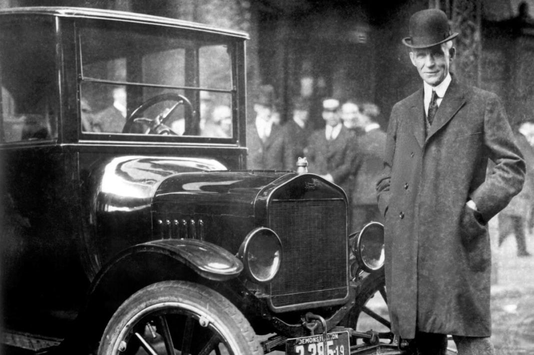 Henry Ford con el Ford T