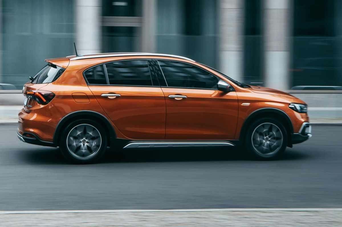 Fiat Tipo Cross lateral