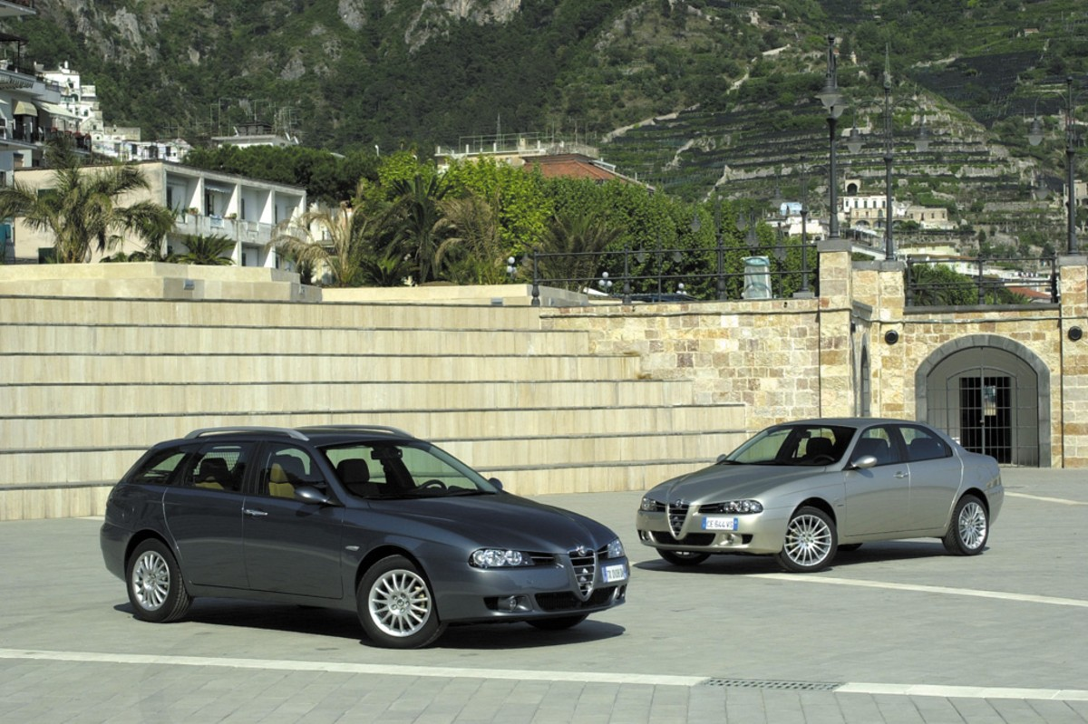 Alfa Romeo 156 historia familiar y berlina 3/4 frontal
