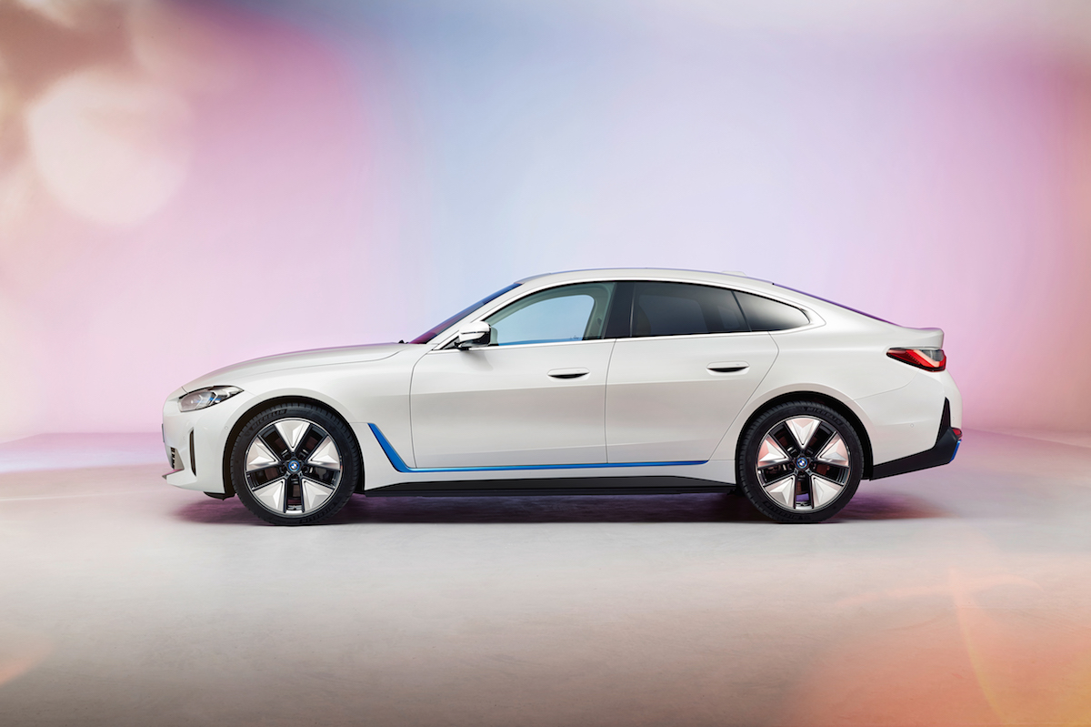 BMW i4 lateral