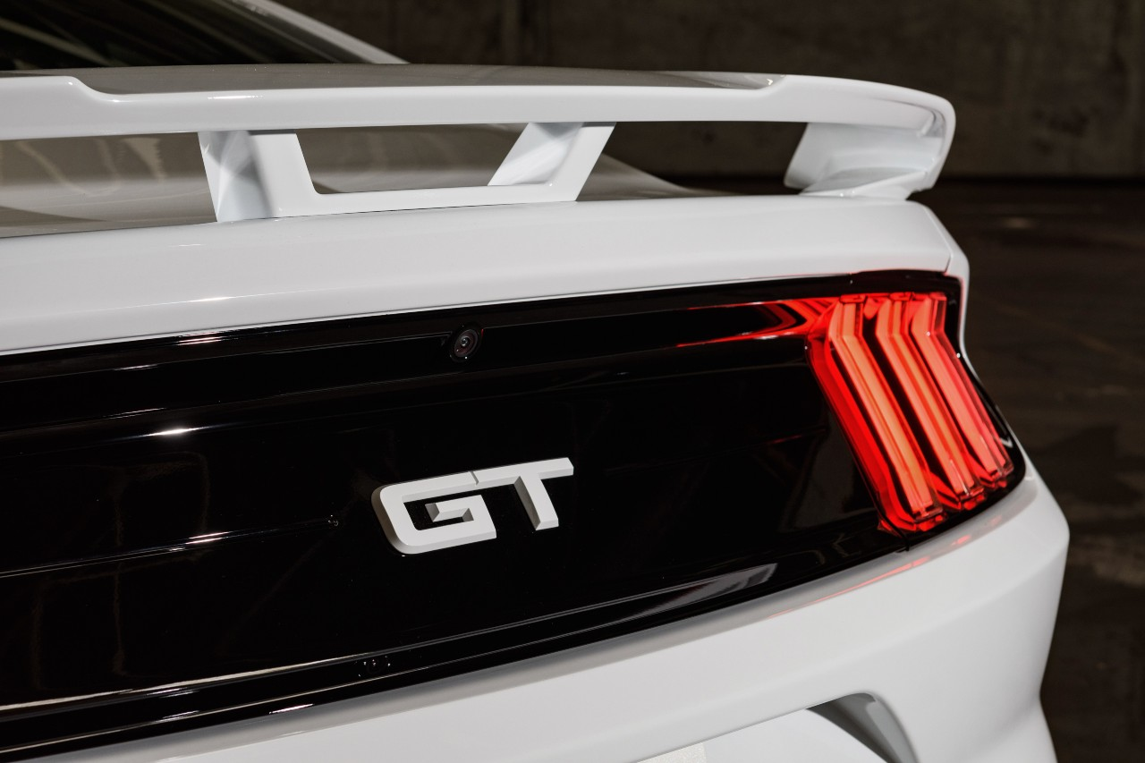 Mustang Ice White coupe detalle