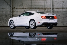 Mustang Ice White coupe trasera