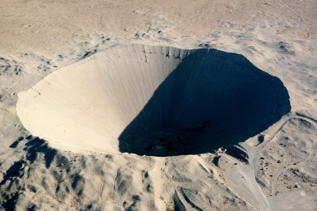 Ruta 66 con bombas nucleares crater