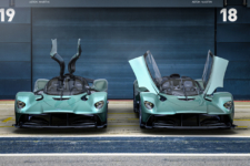 Aston Martin Valkyrie Spider y coupé frontal