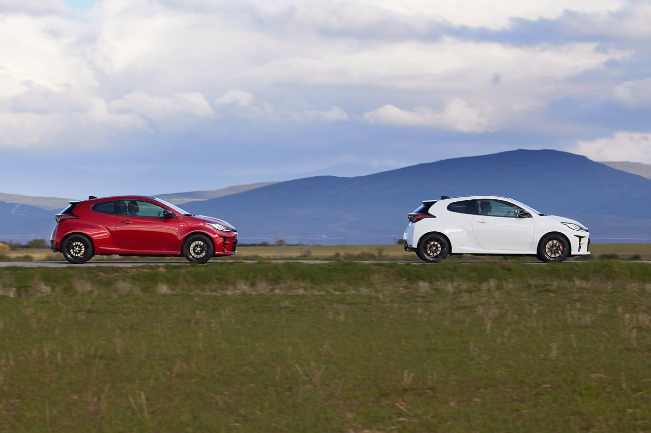 Comparativa Toyota GR Yaris RZ contra GR Yaris RZ Circuit Pack lateral